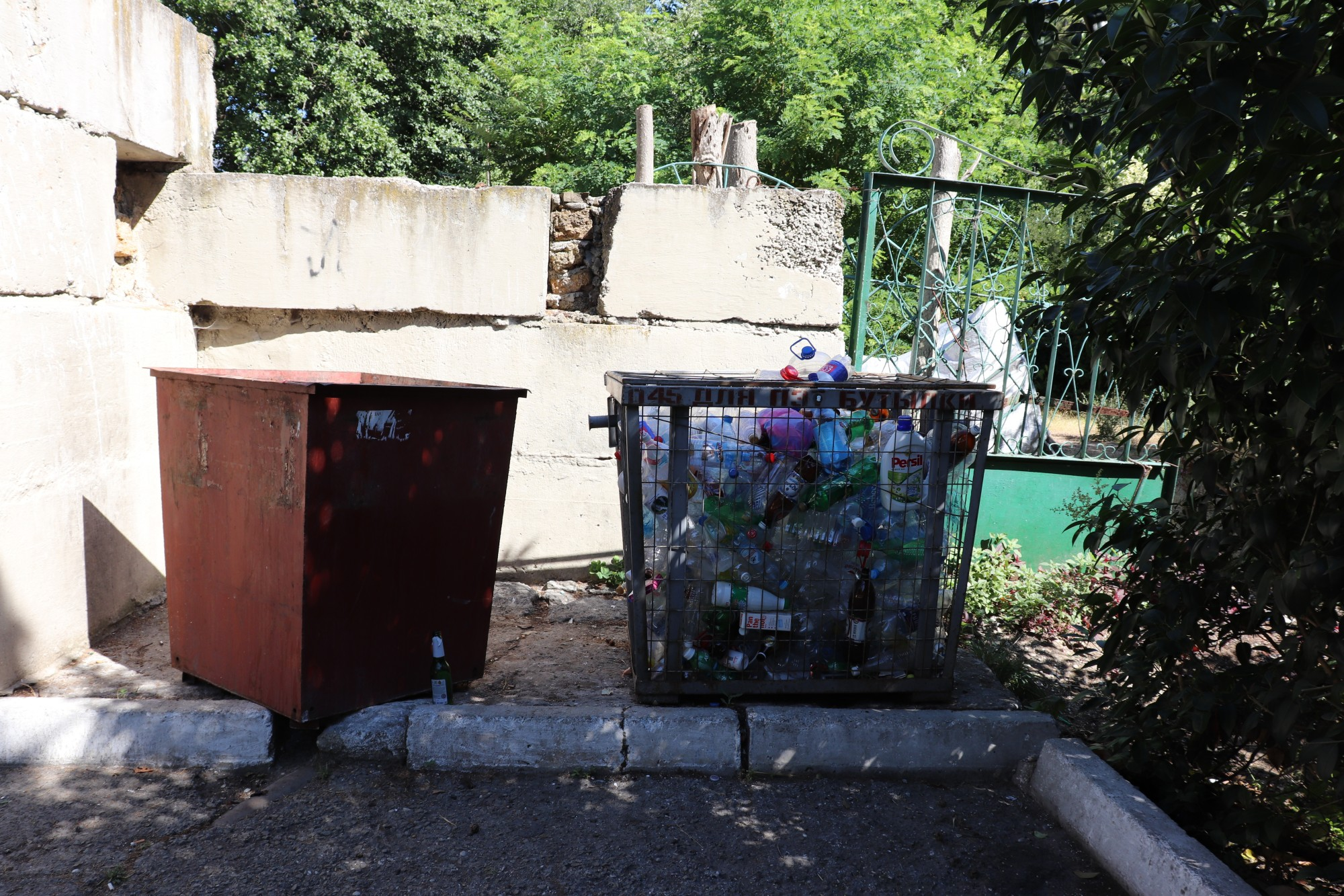 """Crimean dump just, the container, then, collects, separately, bottles, set, scaffolding """", which, plastic, Glass, easier, gives,"""" orderlies, next to, just, do, accepted, often"""