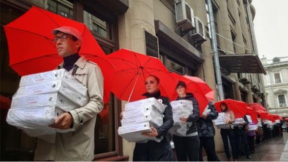 Путину передали миллион подписей против повышения пенсионного возраста. Что с этим не так