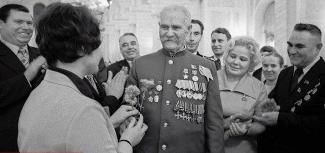 Два полных кавалера Георгиевского креста, ставшие Героями Советского Союза