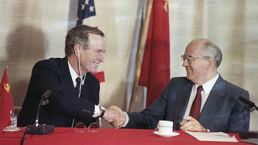 День, когда закончилась Холодная война, а Горбачев сдал СССР