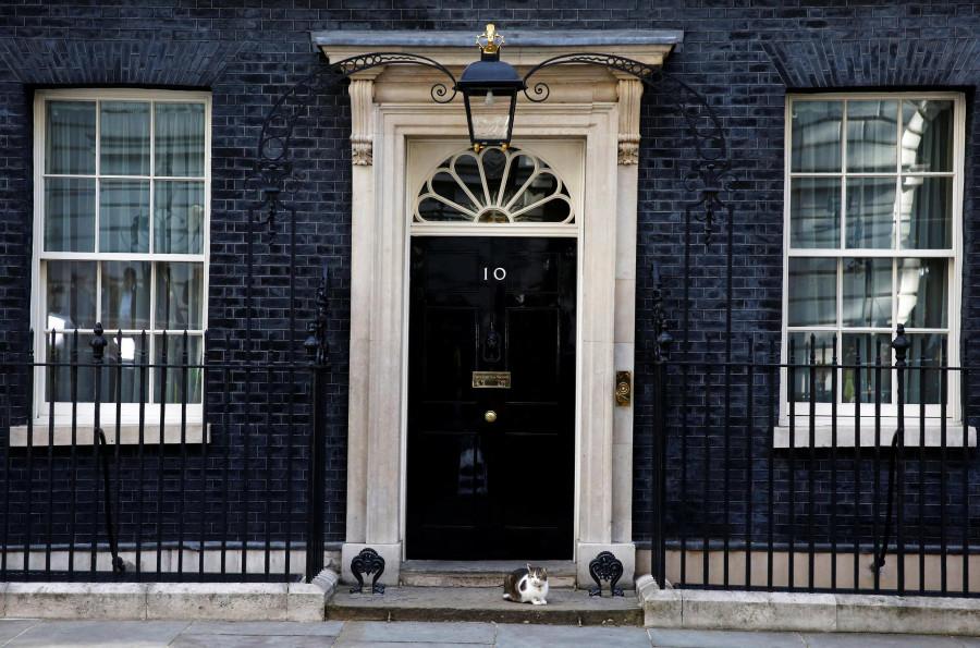 Обманщик, лжец и жадный человек, в доме которого теперь находится резиденция британского премьера