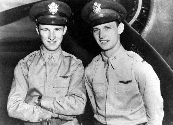 Два непротрезвевших героя Перл-Харбора самолетов, когда, развесистая, клюква, только, после, японцев, ночной, решили, пришло, офицера, искупаться, время, Поэтому, самое, рассвело, знаменитым, налетом, перед, Тейлор