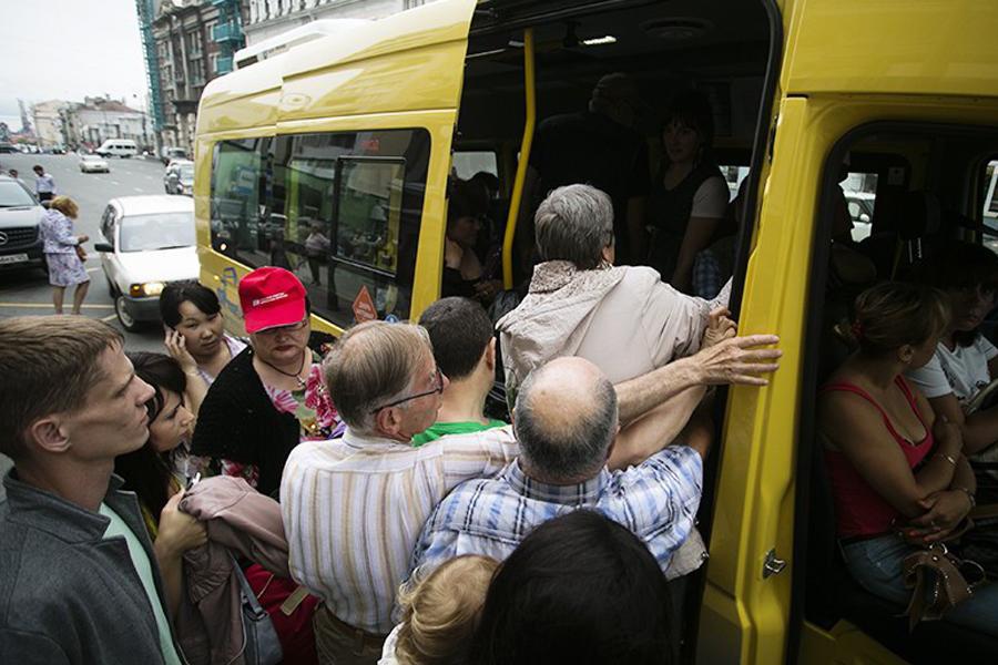 Как определить мудаков на остановке общественного транспорта