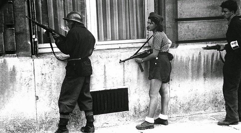 Девушка в шортах как символ французского Сопротивления