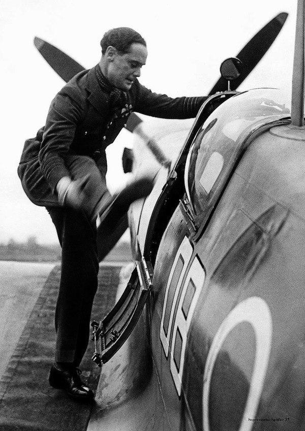 Английский летчик-ас без ног