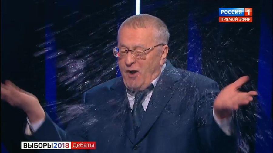 """Пьеса """"Стакан воды"""" и  мелкие проколы клубничного кандидата"""