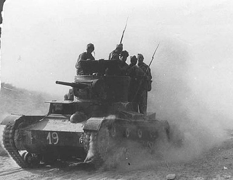 Как  два Т-26 интербригад гоняли итальянские танкетки