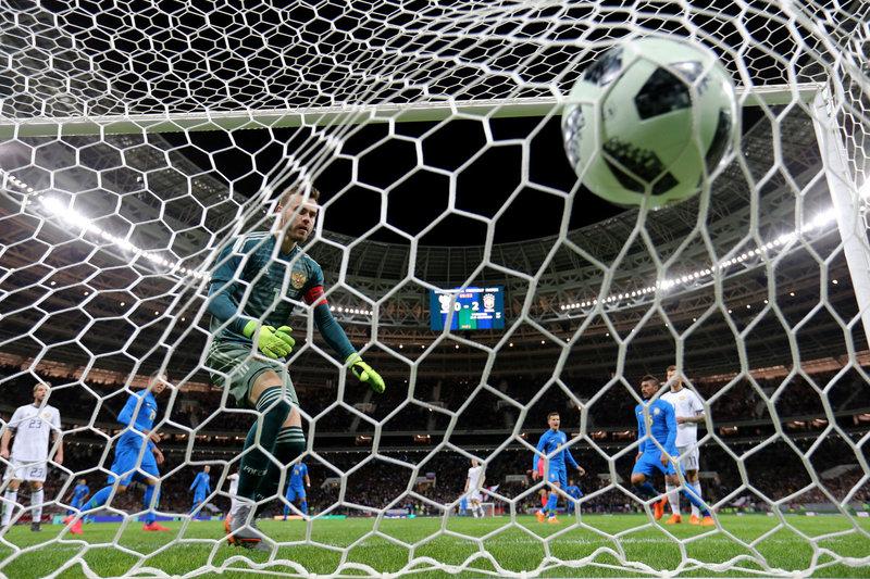 Россия продула Бразилии, а потом шутник Антон Заболотный пообещал выиграть чемпионат мира