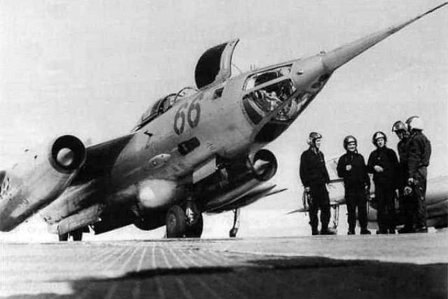 Герои, авиация, спасенный Западный Берлин, песня «Огромное небо» и раздолбайство