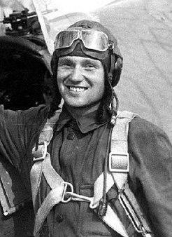 Летчик-герой, разжалованный в рядовые и снова получивший звание Героя Советского Союза
