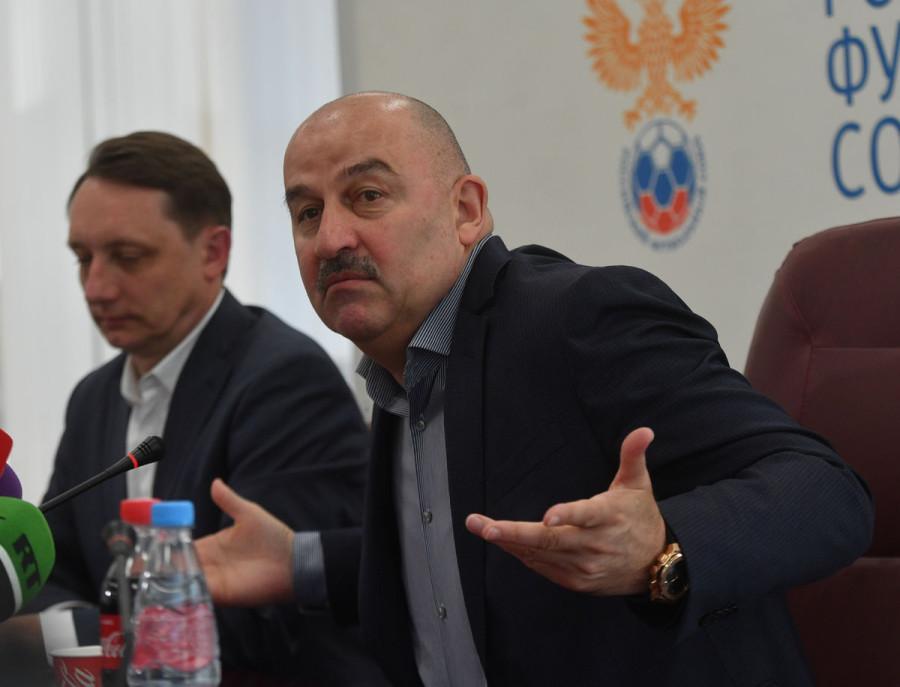 А не офигели ли тренеры и игроки недоразумения под названием сборная России по футболу?