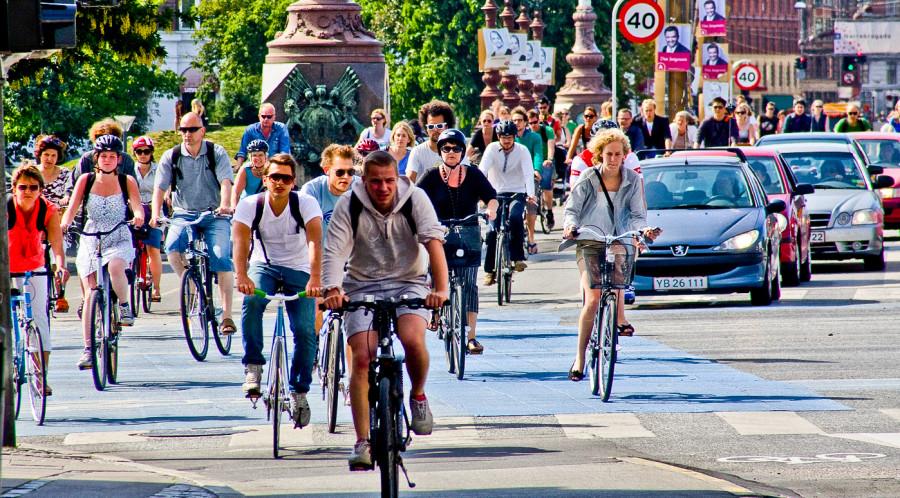 Депутаты придумали, как осложнить жизнь велосипедистов. Хотят вводить госномера и экзамен по ПДД