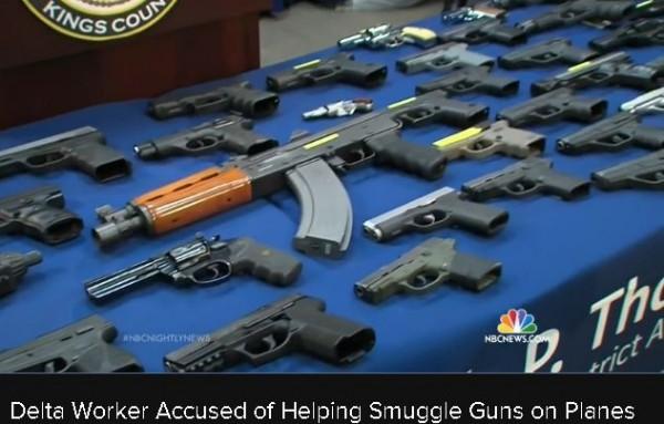 Преступная группа из шести человек переправляла  автоматы и пистолеты  из Атланты в Нью-Йорк самолётами «Дельты»