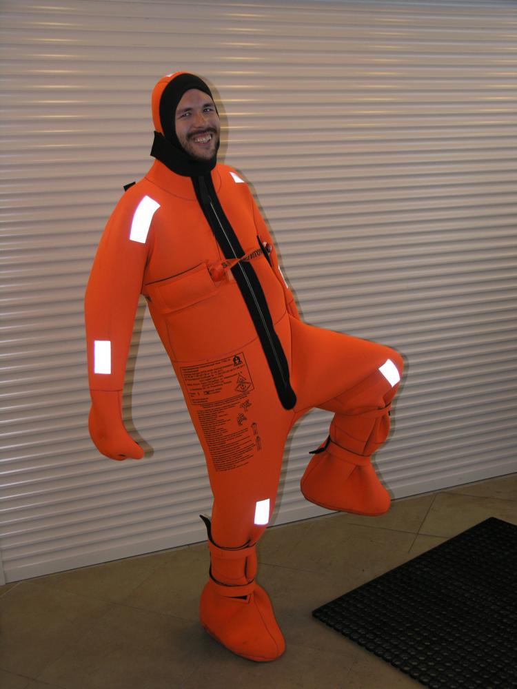 спасательный костюм поплавок