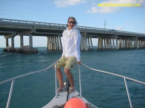 Мой кузен недавно поймал примерно 10-футовую акулу-быка, наверное, фунтов 400 весом, тааак чтооо я тоже хотела...