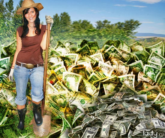 Девушка с лопатой гребет деньги