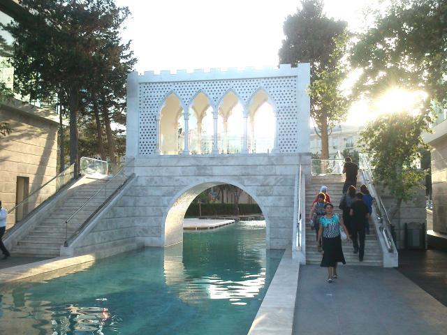_0131_Водный городок посреди Баку