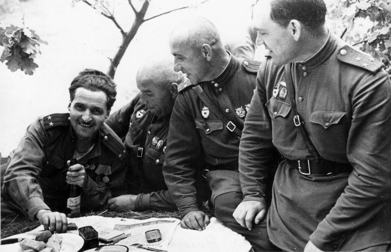 01 Симонов 1943.jpg