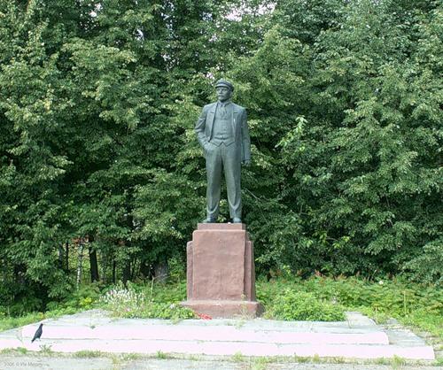 Лесное, памятник Ленину