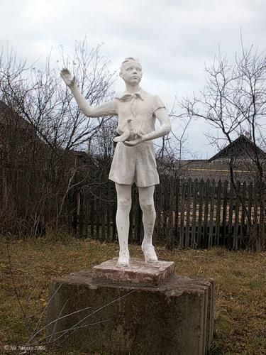 Пионер с голубем (Вичуга)