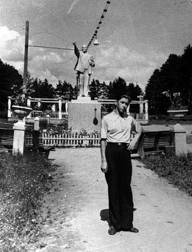 Ленин в парке Тезино в 1950-е годы (архивное фото)