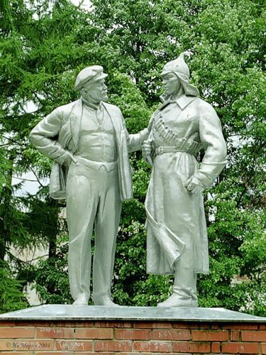 Ленин с красноармейцем (Старая Вичуга)