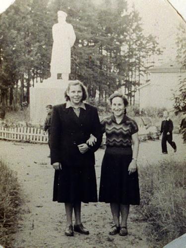 Сталин в парке в Вичуге (архивное фото)