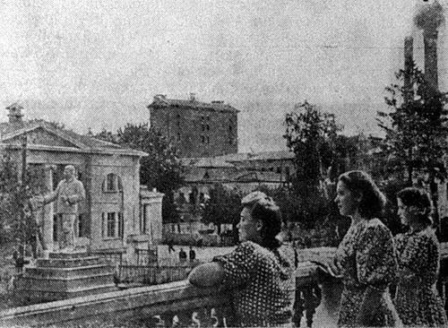 Сталин у ДК в Вичуге (архивное фото)