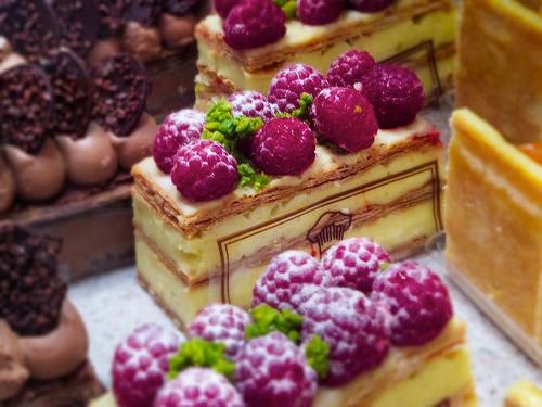 Фото тортов в магазине вкусняшка