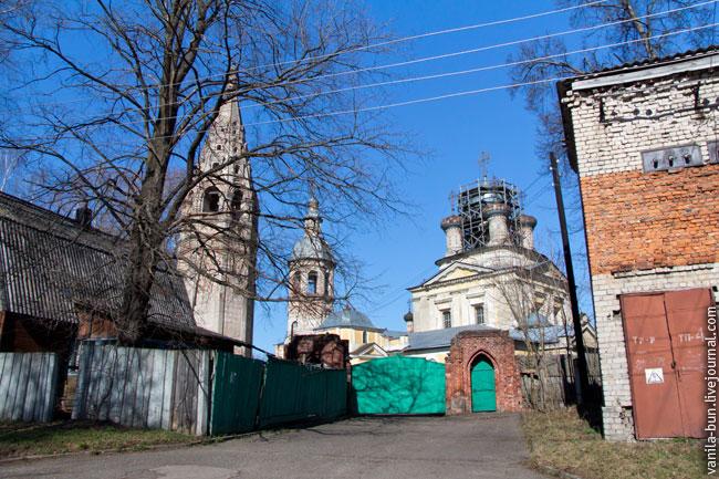 10_вход в собор в Осташкове