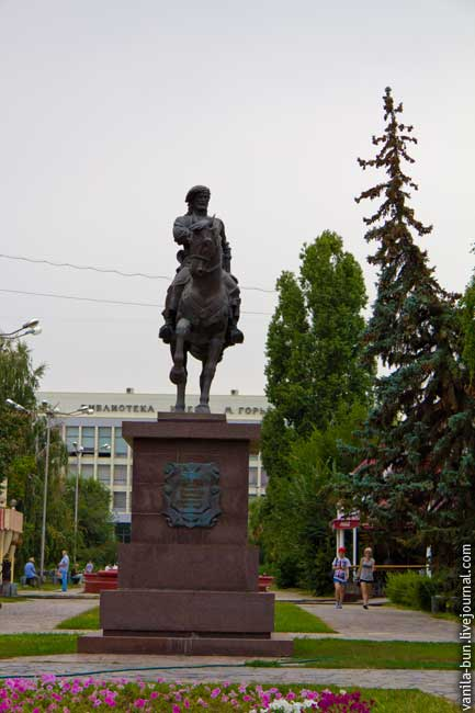 67-памятник-основателю-царицина