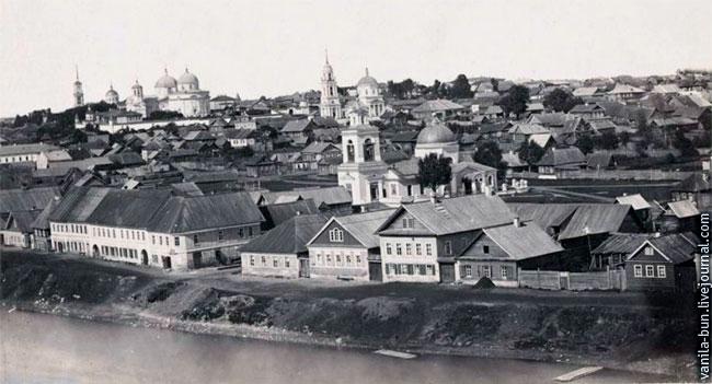 Воскресенский девичий монастырь, Воздвиженская и Никольская церковь