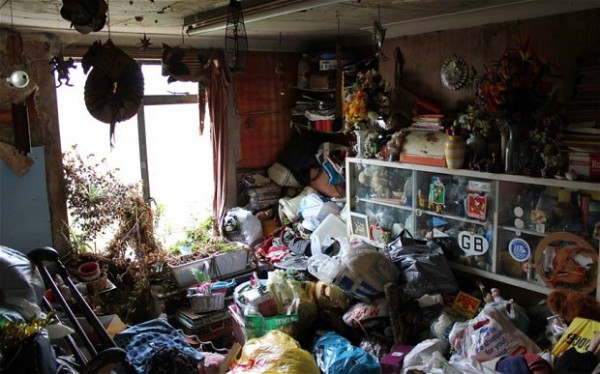 hoarding-house-2_2601561b