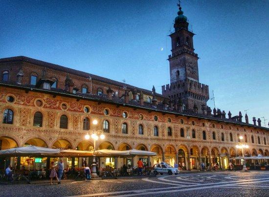 piazza-ducale-di-notte
