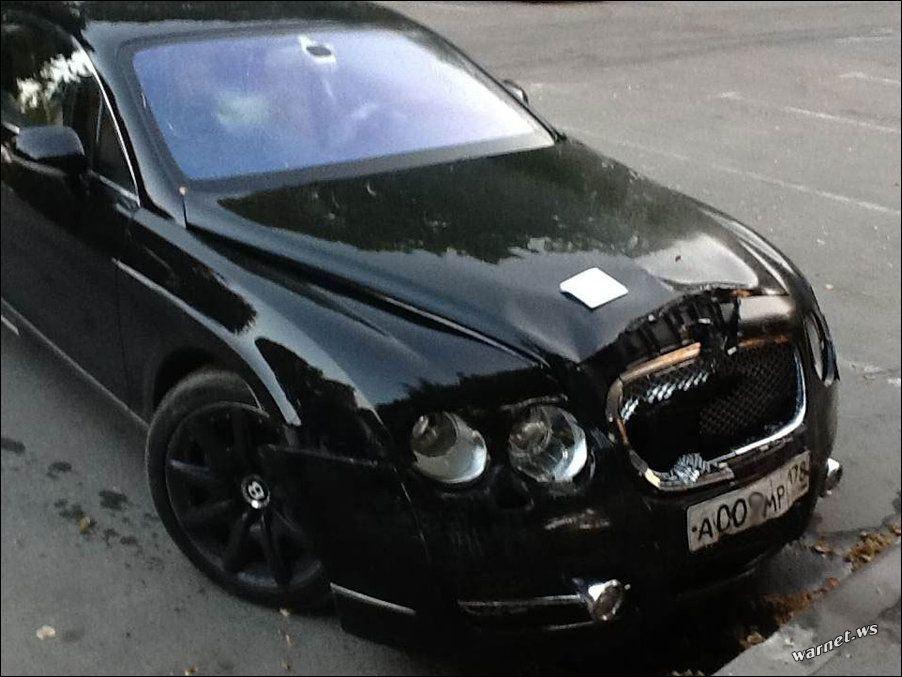 Владельца Bentley наказали за неправильную парковку