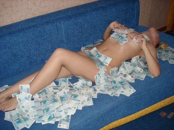 Олеся из ВКонтакте любит купаться в деньгах