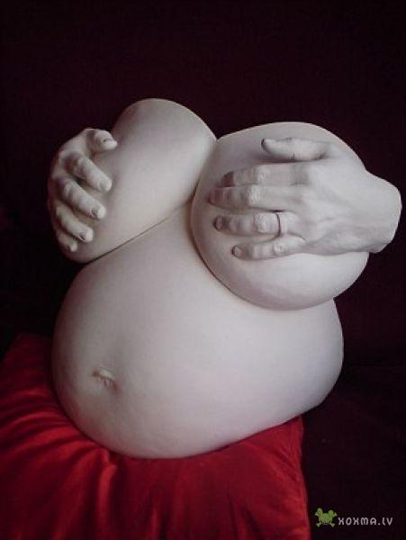 Новое искусство: слепки животов беременных женщин