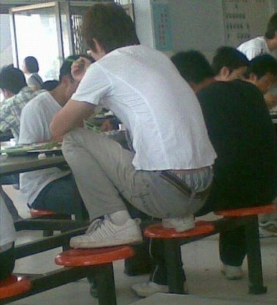 В школьном кафетерии в Китае