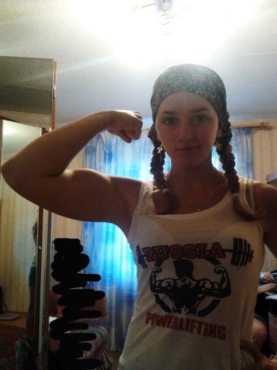 Спортсменка Юля Винс. Ей всего 17 лет, а она уже жмет 75 и приседает 160