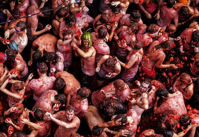 Фестиваль La Tomatina 2013: сделай все красным