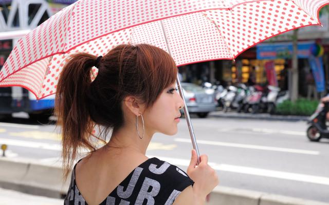 Японочка с зонтиком