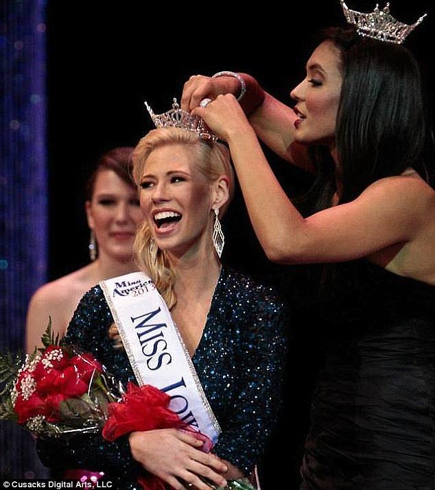 Самой красивой девушкой штата Айова признана девушка с одной рукой