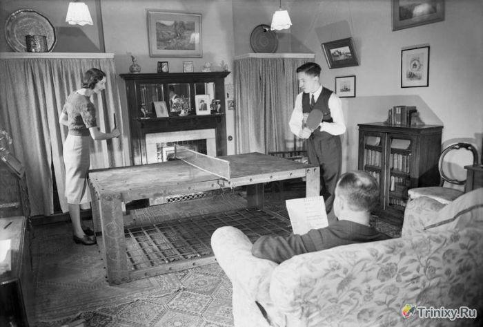 Кровать от бомбёжки, времён второй мировой...