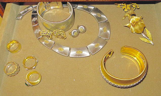 51 000 драгоценных камней и 19 кг золота и платины...