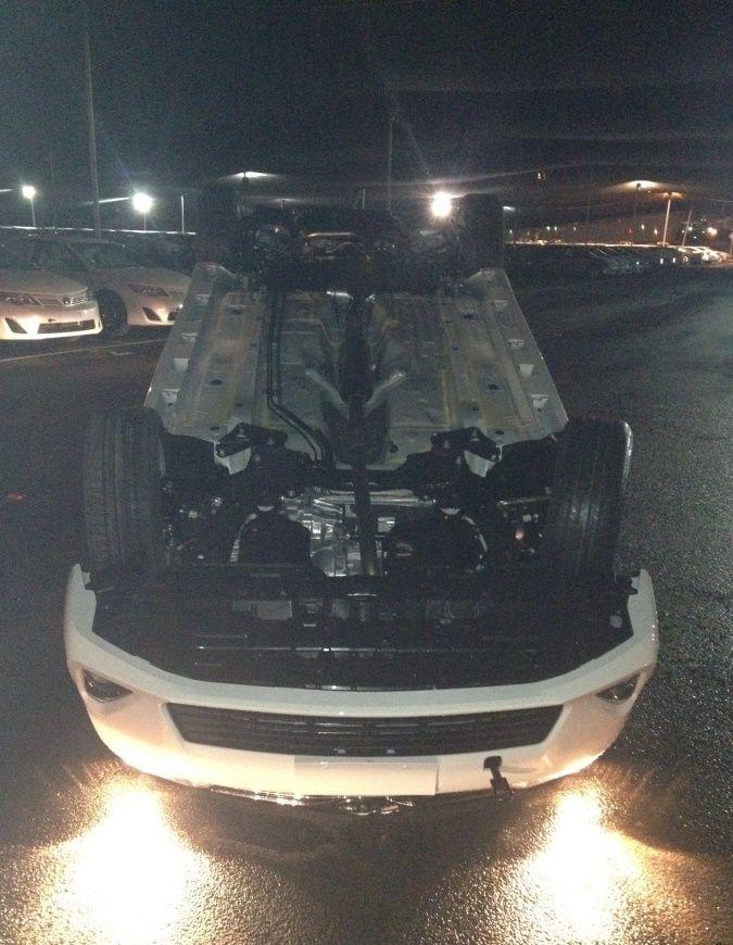 Как мужики в порту ночью машины грузили
