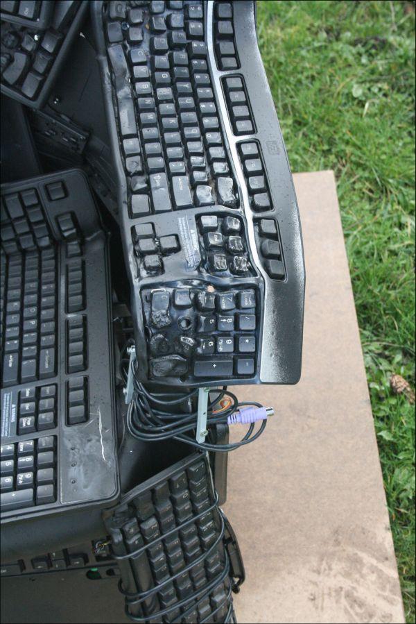 Трон программиста из клавиатур