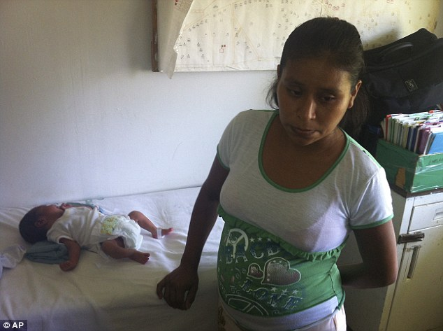 Мексиканское здравоохранение: девушке пришлось рожать на газоне