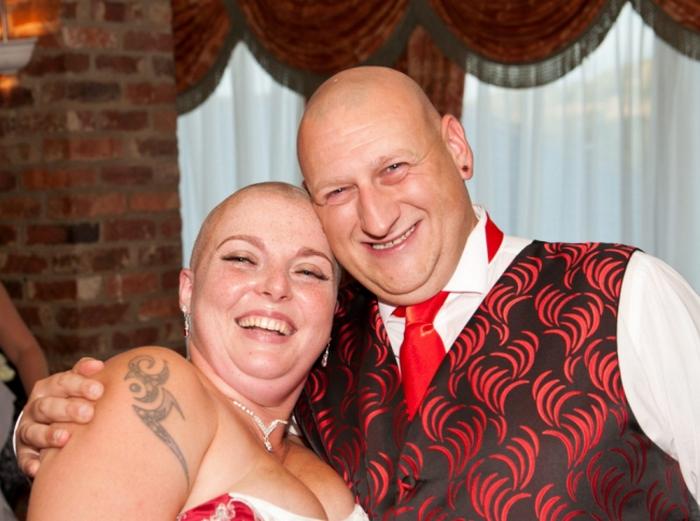 На свадьбу жених обрил наголо свою возлюбленную