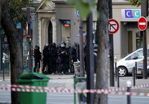 Мужчина взял заложников в парижском банке и требует квартиру