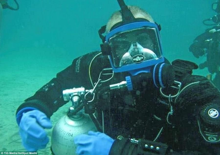 Британец находился более двух суток под водой